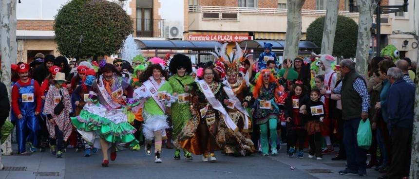 d5e7dcba56 El buen tiempo acompañó y la máscara callejera volvió a inundar las calles  de Miguelturra en su segundo sábado de carnaval.